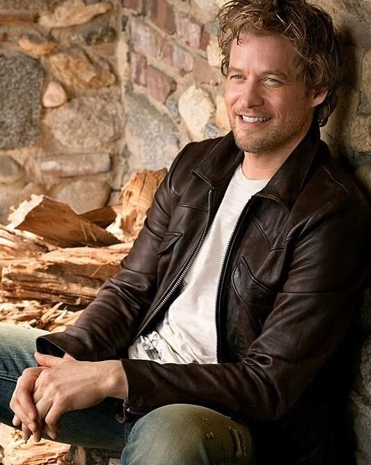 James Tupper  (David Clarke)