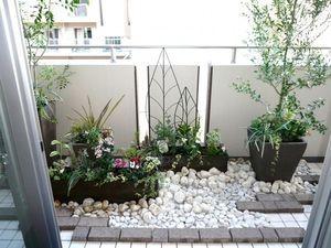 庭園から発電まで…狭いベランダの活用アイデア - NAVER まとめ