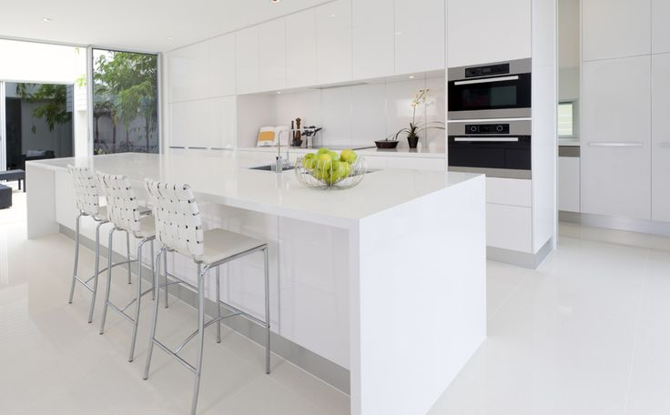 Wit keukeneiland in Corian - Moderne keukens