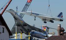 Los aviones de pasajeros supersónicos, el francés Concorde (derecha) y el soviético Tu-144, en el Museo de Transporte de Sinsheim, Alemania
