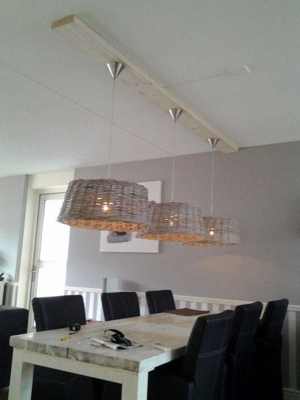 Leuk idee om zelf dit soort lampen te maken. Via kringloop de rieten manden aanschaffen. Ook dit is erg mooie lowbudget oplossing voor het brengen van licht in huis. ★★★★★