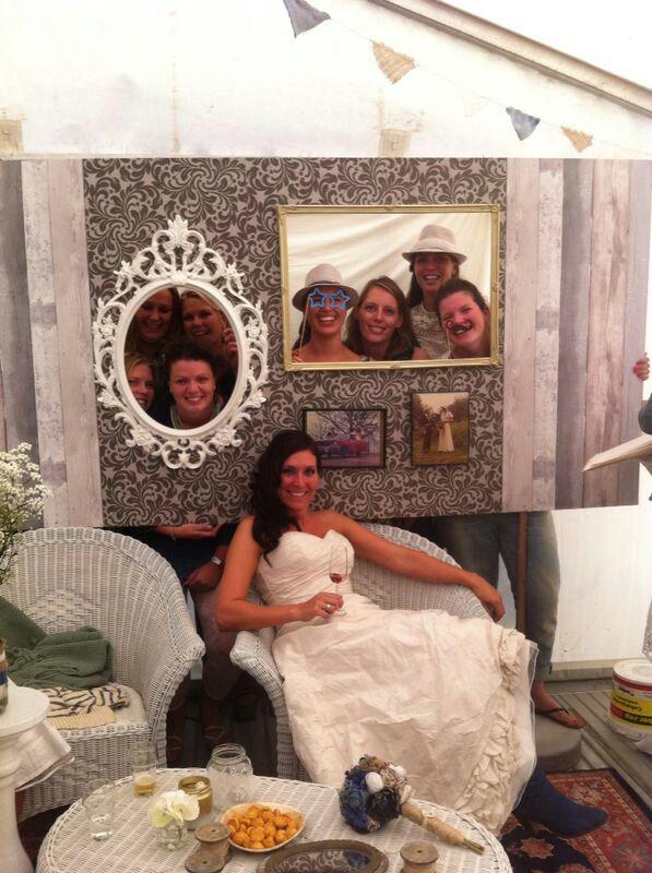 Fotohoek en gastenboek #polaroid #bruiloft #funweddingideas