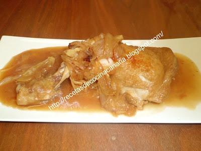 muslo de pollo a la cerveza, cocina canaria