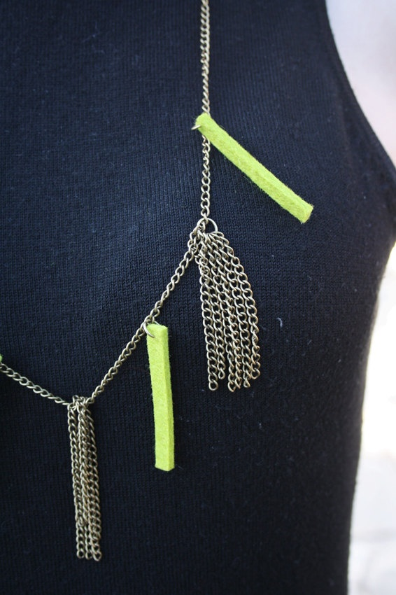 chains necklace - apple green
