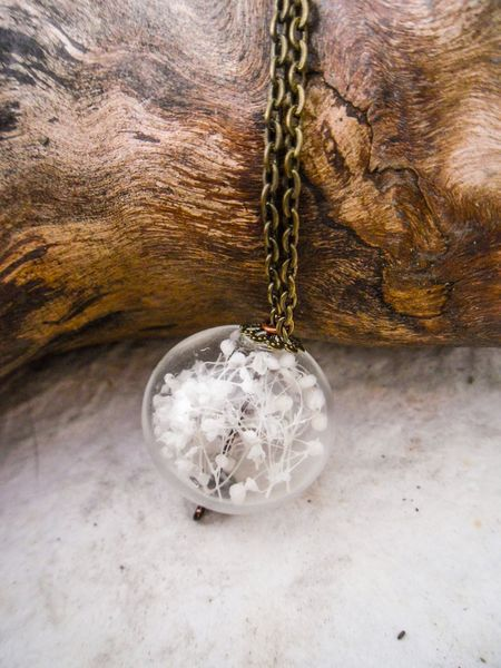 Glass Orb Pendant w/Baby's Breath <3 cute way add a piece of nature ... Love it!