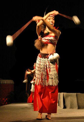 Maori Dance: Maori Poi Dance