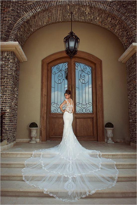 輪に描いたように広がるトレーンが美しい♡花嫁衣装に着たいマーメイドウェディングドレスまとめ一覧♡