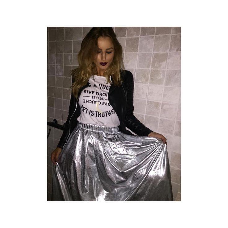 """103 gilla-markeringar, 8 kommentarer - STUDIO STILISTA (@studiostilista) på Instagram: """"Soon Friday. . . 👁🗨 Hur cool? Ja & bara med Tisha & sneakers.. Nu pratar vi kjol deluxe . . Finns…"""""""