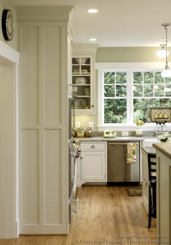 #Kitchen Idea Of The Day: Cottage Kitchens. (By Crown Point Cabinetry)