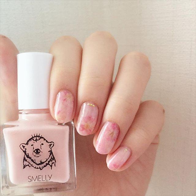 桜ネイル 🌸 薄ピンクを使ったらシールと馴染んだけど ちょっと