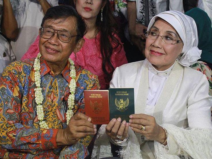 Selamat, Nani Wijaya dan Ajip Resmi Jadi Suami Istri https://malangtoday.net/wp-content/uploads/2017/04/17934009_1288545247896288_8045897372447801344_n.jpg MALANGTODAY.NET – Artis senior Nani Wijaya dan seorang sastrawanIndonesia, Ajip Rosidi telah resmi menjadi pasangan suami istri. Pasangan berusia senja ini melangsungkan akad nikah di Masjid Agung Kasepuhan Cirebon, Jawa Barat, Minggu (16/04). Pria kelahiran Majalengka 31 Januari 1938... https://malangtoday.net