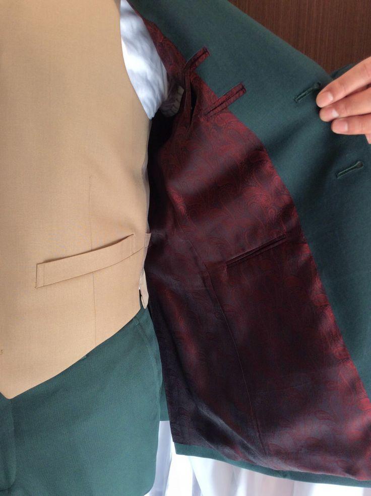 緑 オーダータキシード完成|結婚式の新郎タキシード/新郎衣装はメンズブライダルへ