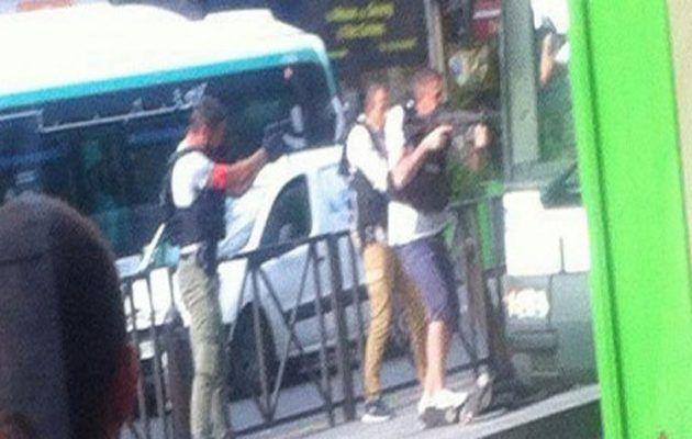 [Tribune]: Συναγερμός στη Γαλλία: Άνδρες απειλούν να ανατινάξουν λεωφορείο στο Παρίσι | http://www.multi-news.gr/tribune-sinagermos-sti-gallia-andres-apiloun-anatinaxoun-leoforio-sto-parisi/?utm_source=PN&utm_medium=multi-news.gr&utm_campaign=Socializr-multi-news