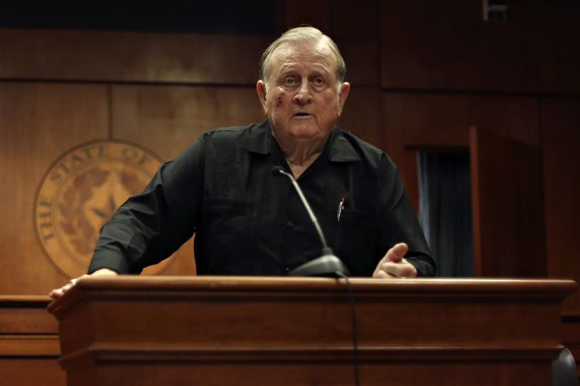 Alumni Red McCombs criticizes Strong's recruiting for UT football team.