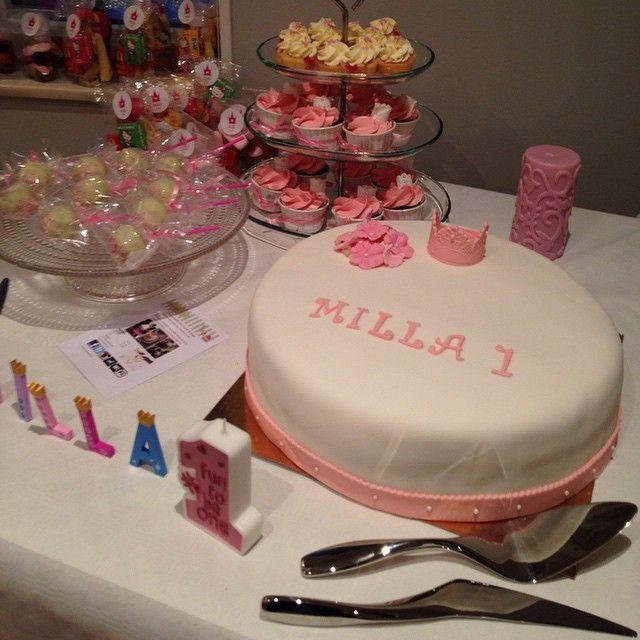 Barnkalas dessertbord! #dessertbord #barnkalas #babyshower #födelsedag #party #fest #tårta #cake #cupcake #minicupcake #cakepop #girl #flicka #ettårskalas #göteborg #linné #gbg #homemade #handmade #hembakat