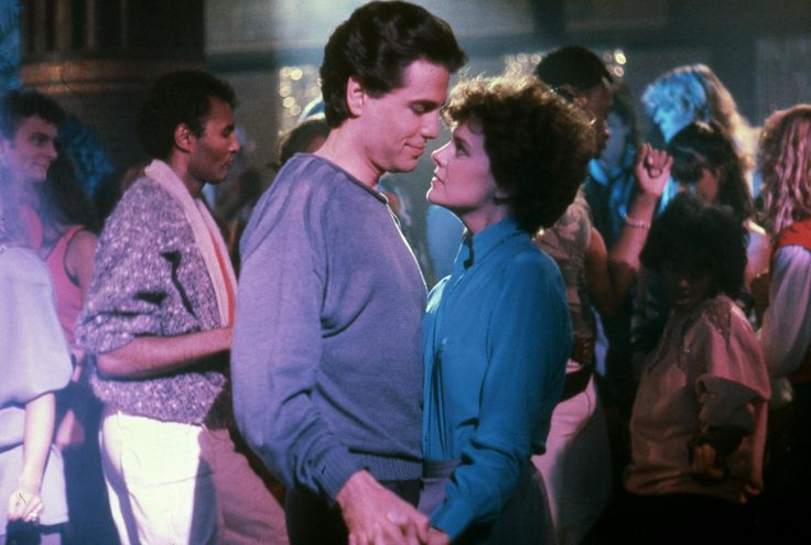 Amanda Bearse and Chris Sarandon in Skräcknatten (1985) http://www.movpins.com/dHQwMDg5MTc1/fright-night-(1985)/still-53929984