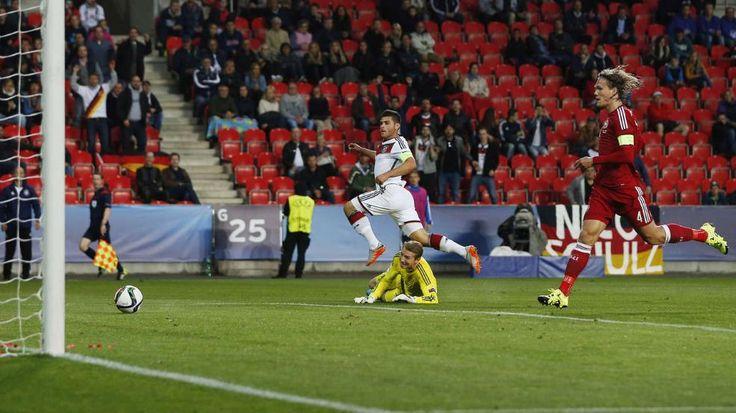 U21-EM: Volland trifft gegen Dänemark mit Vollgas - Der Kapitän macht's: Volland tunnelt Dänen-Torwart Busk, trifft zum 1:0