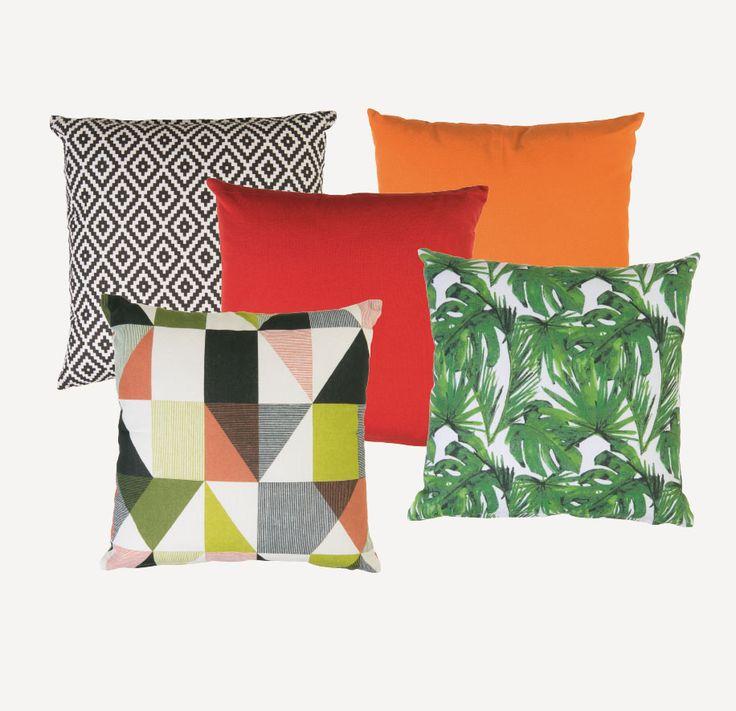 7€ 15/6/16 Comodidad y diseños veraniegos para decorar tu sofá. Con relleno y funda con cremallera. Reversible. Tamaño: 40 x 40 cm.