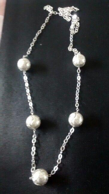 Collar de plata con bolas labradas de plata