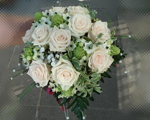 Púderszín rózsa menyasszonyi csokor