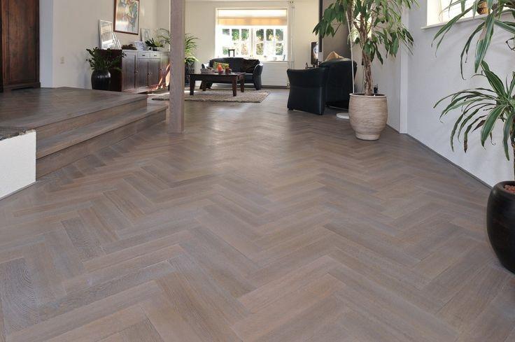 Visgraat vloer eiken www.boumanvloerservice.nl