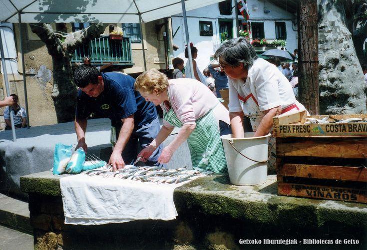 https://flic.kr/p/DHNm2N | ML090 | Sardina el Día del Corpus Christi en el Puerto Viejo de Algorta (Getxo)