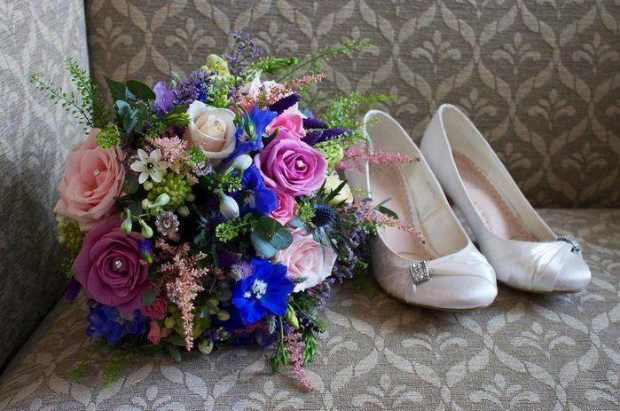 """Astilbe  Un soffice pinnacolo di piccoli fiorellini, bianchi, rosa e rossastri ottimi per dar forma e movimento a bouquet da sposa e centrotavola. Astilbe è anche conosciuto come """"finta barba di capra""""."""