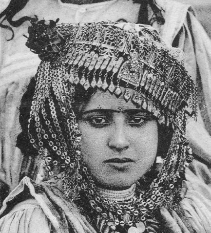 eyebrow painted kohl north africa muslim women facial tattoos    crushevil.co.uk/blog/?p=500    All from Harquus: North African Women's Traditional Body Art Volume 2: Paint (pdf) by Catherine Cartwright-Jones.