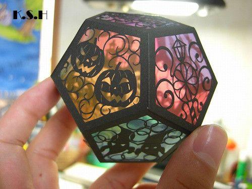 ハロウィンのデザインの立体切り絵のライトです。サイズ 7cm×7cm|ハンドメイド、手作り、手仕事品の通販・販売・購入ならCreema。