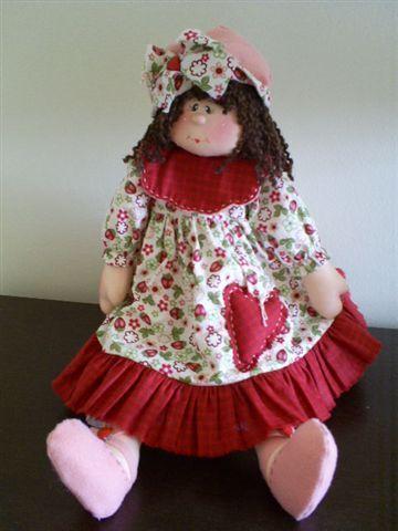 Linda y original muñeca de tela, con vestido y lazo del pelo haciendo juego, llamada Antonieta. Muñeca dulce, coqueta que les robará el corazón. Patrones completos gratis.