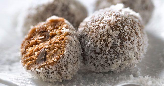 Baka goda chokladbollar utan socker och smör – men med samma, goda smak! Här är vårt smaskiga recept.