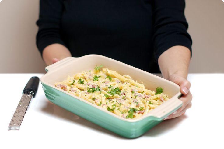 Receta sencilla de este típico plato Italiano, la Carbonara con huevo, esta vez hecho todo en el vaso de la Thermomix, para que no manches nada más en la cocina
