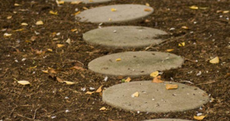 Onde posso encontrar moldes de concreto para pisos pavimentados?. Empresas de pedras de pavimentação e concreto preparam seus negócios para grandes encomendas no atacado e cobram preços unitários mais elevados para pequenos projetos. Faça apenas o número de degraus necessários pelo despejo de concreto em moldes reutilizáveis com relação custo-benefício.