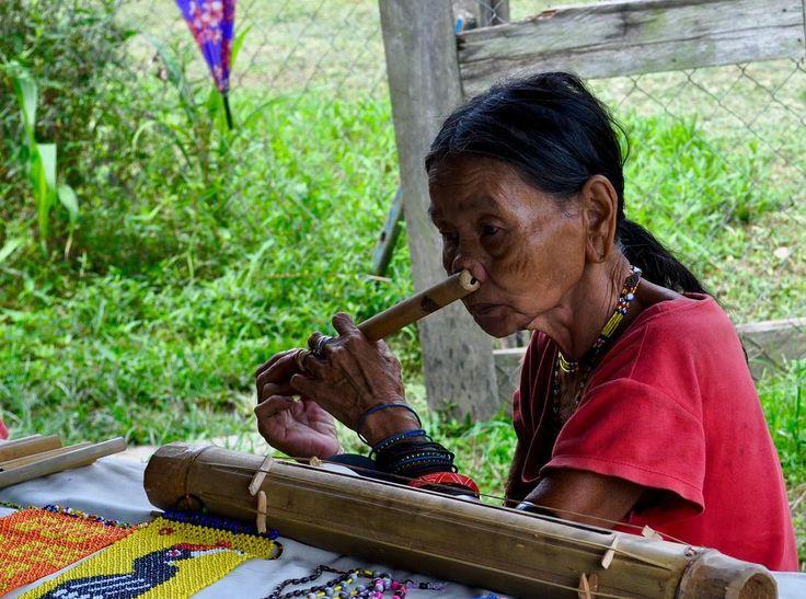 #asia #malesia #borneo #mulu #nationalpark #tribe #woman #flute #noseflute #peopleareamazing #simplelife #beautyofsimplicity