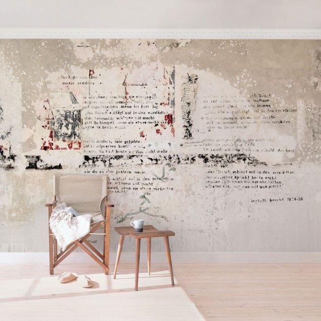 Fototapete Betonoptik Vliestapete - Alte Betonwand mit Bertolt Brecht Versen -  Fototapete Breit