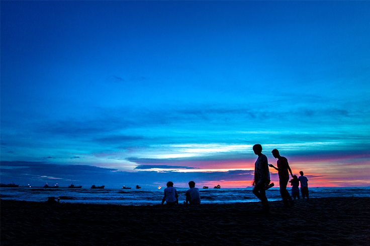 Nothing would be more wonderful than watching a beautiful #sunset with your beloved one.  #Sanya #Whererefreshingbegins #SanyaRepin #SanyaHeartstoHearts