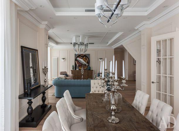 Вид из столовой в гостиную. Стол, Guadarte. Стулья, Isabella Constantini.