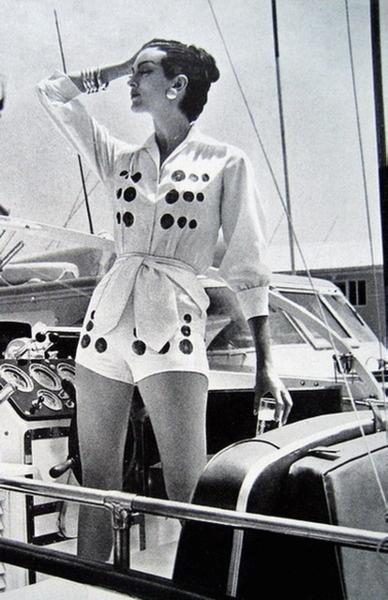 British Vogue Magazine, July 1959 Norman Parkinson In The Bahamas, Carmen Dell'Orifice