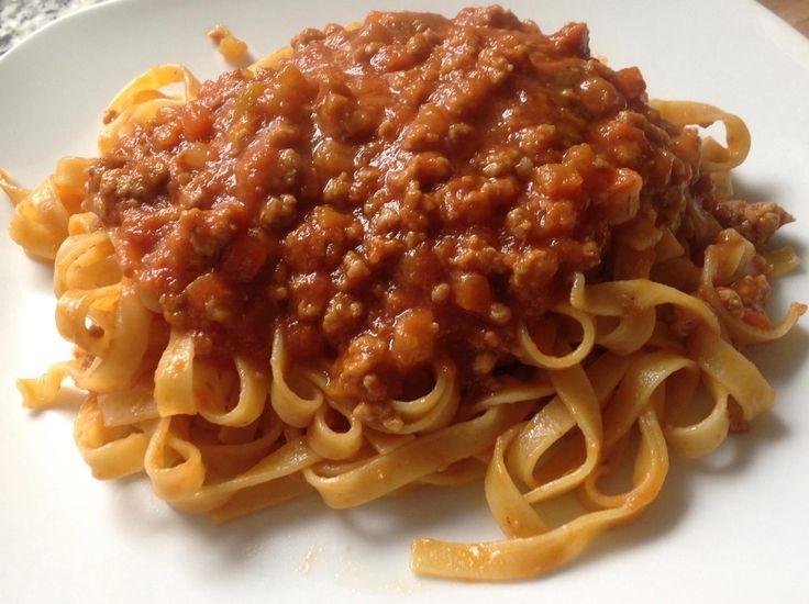 TAGLIATELLE ALLA BOLOGNESE nate nel 1487 dal Cuoco Zafirano di Bentivoglio, per il matrimonio di Lucrezia Borgia con il Duca di Ferrara. Ragu': manzo, pancetta, carota, sedano, cipolla, pomodoro, vino, latte, brodo, olio evo o burro, sale, pepe #ItalianFood #cucinaitaliana #piattiitaliani #piattitipici #piattitipiciregionali #Gourmet #Foodie #FoodBlogger #CarnevaliLuigi  https://www.facebook.com/terreLAMBRUSCO/?fref=ts https://twitter.com/luigicarnevali…
