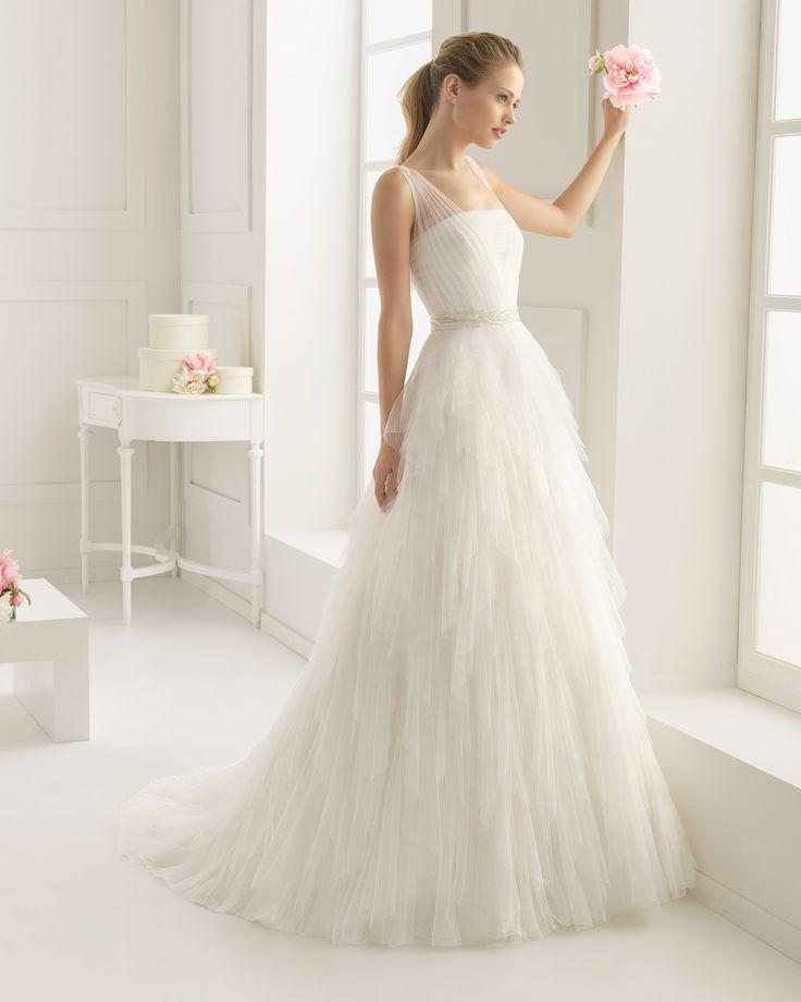 Hochzeitskleid aus Strass besetztem Seidentüll. Rosa Clará Two ...