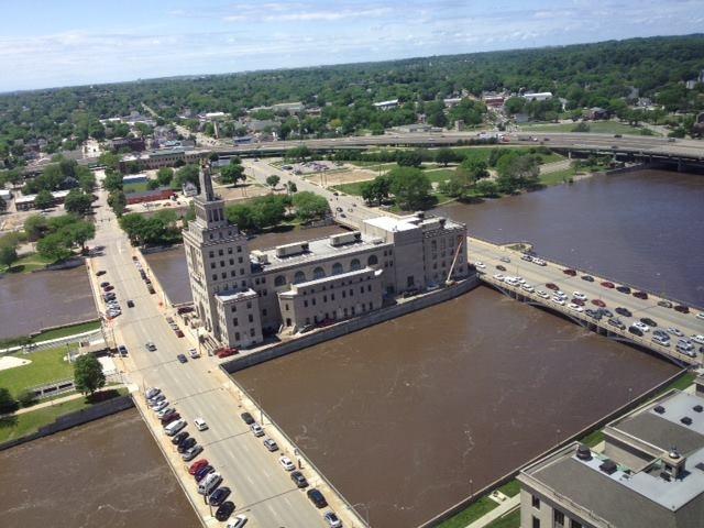 May S Island Cedar Rapids Iowa Cedar River Is Rising