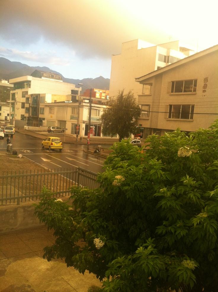 Calle 82 en una tarde lluviosa