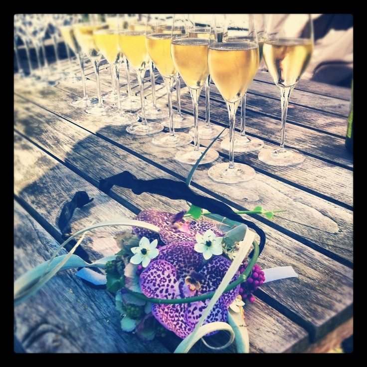 Champagne & bruidsboeket bij Huize Frankendael Amsterdam (credits: @Es_Cachet)