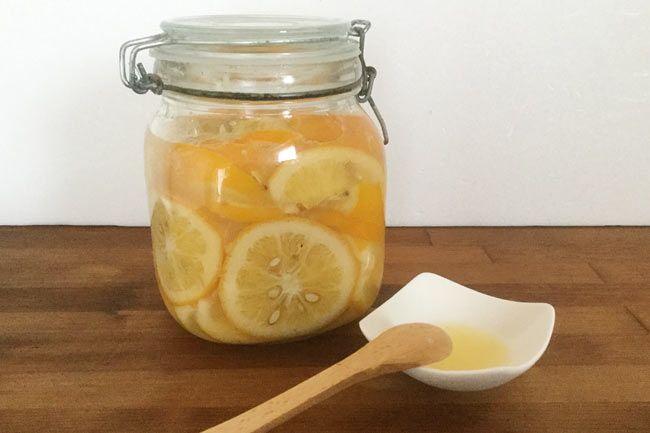 「塩レモン」とは、レモンを塩漬けして発酵させたもので、発祥の地と言われるモロッコでは一般的な調味料です。肉や魚などの臭みを消…
