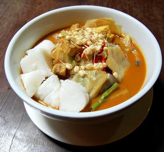 Lontong kari - #Makanan khas #Indonesia   Indonesian food...