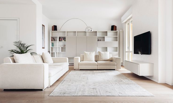 Soggiorno contemporaneo stile scandinavo con arredi, mobili e pareti colore bianco - elegante e raffinato