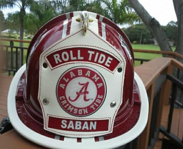 Parting gift: AJ McCarron's father presents Alabama coach Nick Saban with customized fireman hat (photo), Senior Day, 2013