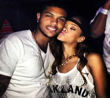 Umbrella fame singer Rihanna kisses mystery man!