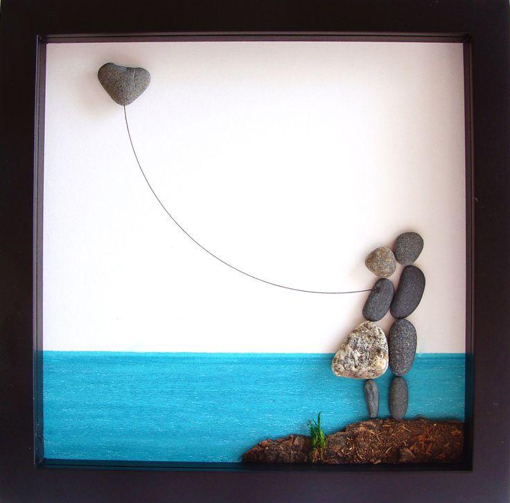 Eine einzigartige Engagement Geschenk - personalisierte Paares Geschenk - Original paar Geschenke - Pebble Kunst - Liebe Geschenke-Unique Hochzeitsgeschenk zu feiern und schätzen den besonderen Anlass; ein außergewöhnliches Geschenk, die für viele Jahre geschätzt werden wird. ✿ Original Bleistift Zeichnung Kiesel Art mit einem Sinn für Romantik, Geheimnis und Magie. ✿ Kommt in 8 x 8 Zoll schwarz Shadow-Box-Stil-Rahmen mit Glas. ✿ Kommt von mir signiert. ✿ Kann auf Wunsch personalisiert…