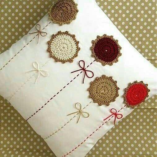 Ideas de cojines con apliques #flores ❤#crochet #flowersVisítanos en www.telaresymanualidades.com y nuestra fanpage en Facebook T & M Telares y Manualidades #colombia #bogota #bogotadc #bogotá #cali #barranquilla #cartagena #medellin #telaresymanualidades #ganchillo #instacrochet #crochetlove #örgü #crochetofinstagram #crochetaddict #crocheting #crochettime #crochetingisfun #crochetbraids #crocheted #orgu #crochetllover #flower